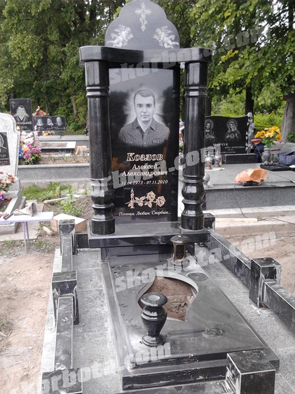 Памятники на могилу в омске адреса памятник с ангелом Яранск